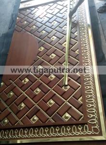 pembuat pintu masjid