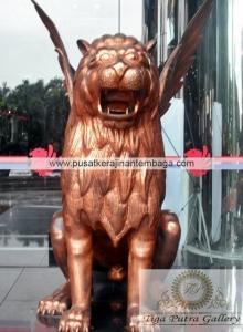 patung tembaga singa terbang 1
