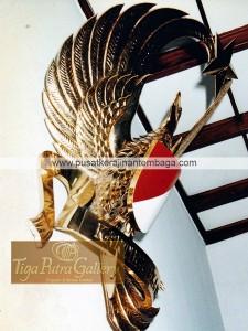 lambang burung garuda kuningan