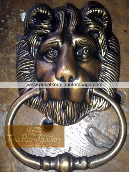 Ketukan Pintu Kepala Singa