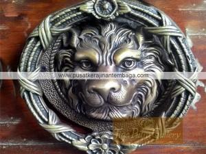 kerajinan ketukan pintu singa