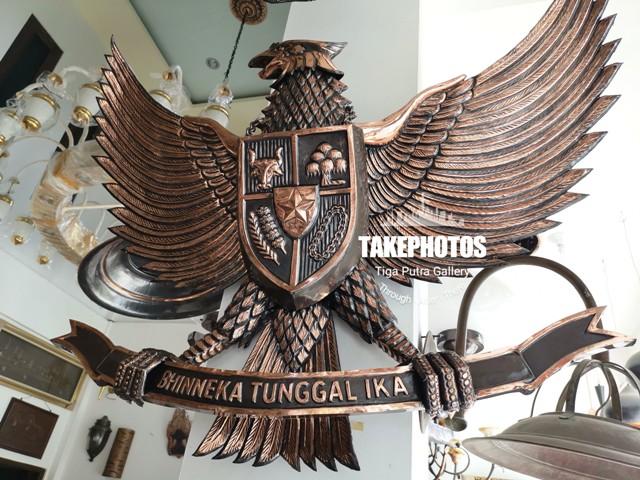 Lambang burung garuda tembaga ukuran 1 meter